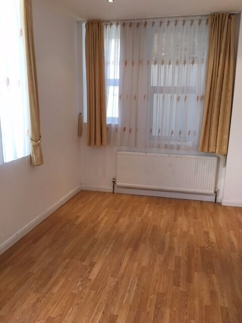 Beautiful One bedroom ground floor flat in Herne Hill Exclusive £1150pcm. SE24 0BF