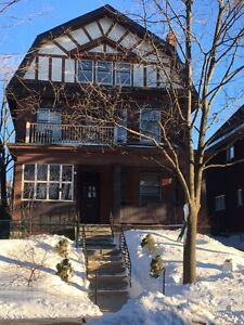 Powell Ave Beautiful Top Floor Glebe Apartment with Private Deck