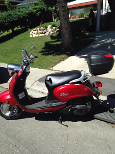 2004 Yamaha Vino 125 -LIKE NEW
