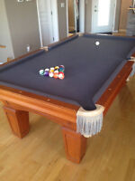 *REDUCED* Gorgeous Solid Pool Table