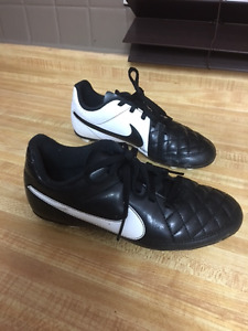 Size 1 Nike Outdoor Soccer Shoes