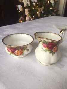 Old Country Roses cream and sugar set