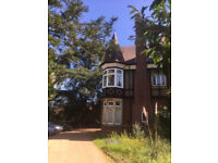 FULLY FURNISHED ONE BEDROOM GROUND FLOOR FLAT WITH MEZZANINE, CLOSE TO GUILDFORD TOWN CENTER