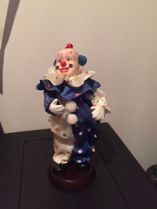 Clown musical sur socle, articulé