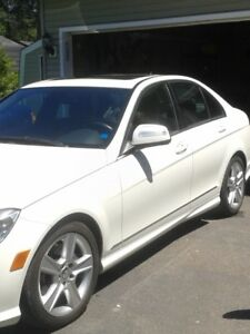 2009 C300 Mercedes Benz in excellent condition $10,500