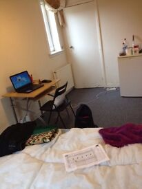 Big double bedroom close to Heriot-Watt and Napier, available till end of January 2017