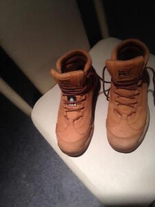 SAFETY SHOES AND BOOTS SIZE 7.5