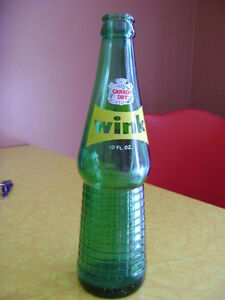 """Vintage """"Barn Find"""" 7UP & Canada Dry / Wink Bottles - see photos London Ontario image 1"""