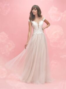 NEVER WORN- Beautiful wedding dress