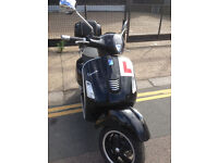 11/2014 Piaggio Vespa GTS 125 gts125 Super in Black great condition + Top Box