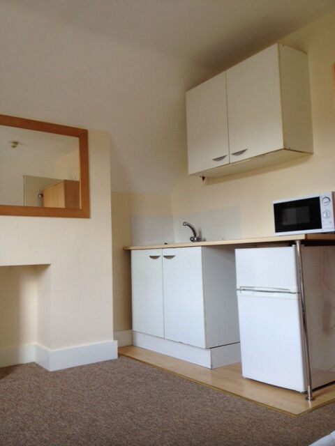 Reduced!!! Furnished Bedsit in shared property. £625, Available end OCT