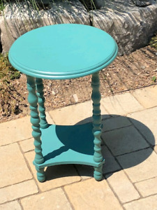 Torquis Side Table