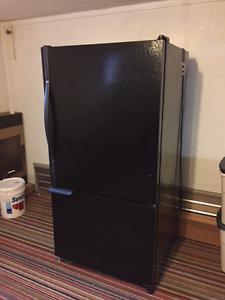 Black Amana 21 cu/ft bottom freezer frig., excellent condition.