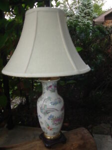 ~REDUCED PRICE ~ PORCELAIN BUTTERFLY & FLOWER TABLE LAMP $49.99~