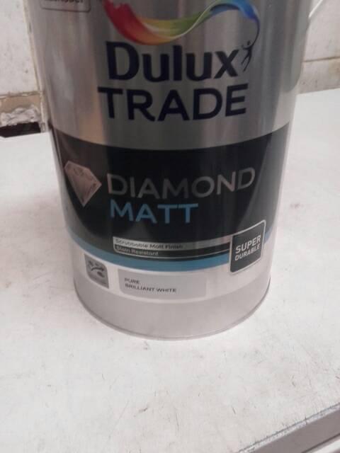 Dulux brillant white paint