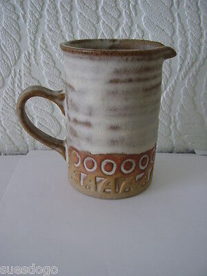 SUPERB ST KEYNE CORNISH POTTERY JUG -  LIKE TREMAR 11.5 cms - PERFECT CONDITION