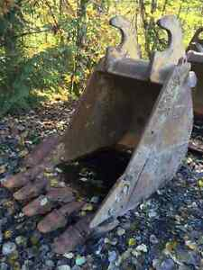 """HD Cat/Weldco Lugged 42"""" Digging Bucket For sale"""