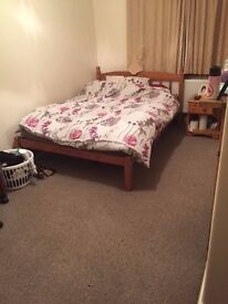 Lovely Double Room avaliable in 5 bedroom property in Fratton - Furnishings included