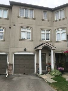 Richmond Hill! Prime AREA! 3-Bed Executive Townhome! Aug. 1