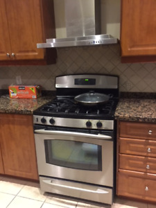 Second Hand Oven, 30 Inch Range and Hood Kit