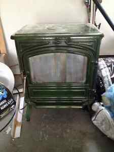 Oil stove in good condition for home or cottage.