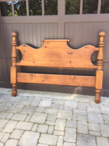 Solid pine poster bed, queen size  (complete)
