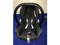 Almost new Maxi Cosi Car Seat with Rain Cover