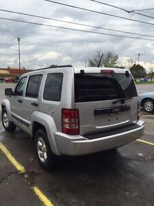 2012 JEEP LIBERTY SPORT TRAIL RATED ONLY 84K HARD TO FIND London Ontario image 7