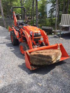 Kubota B2650 Tractor Loader/Backhoe