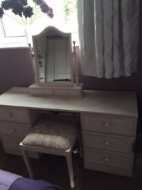 Various Bedroom furniture, please see pictures! Excellent Condition!