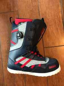 LIKE NEW - THIRTYTWO SNOWBOARD BOOTS