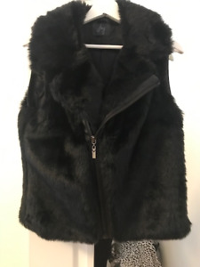 Medium - Faux fur black vest - Veste noir fourrure synthétique