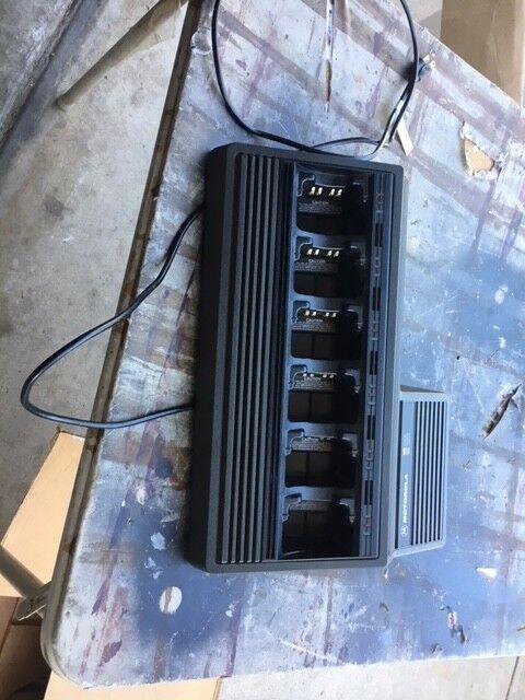 Motorola NTN1177C 6 Bank Gang Charger