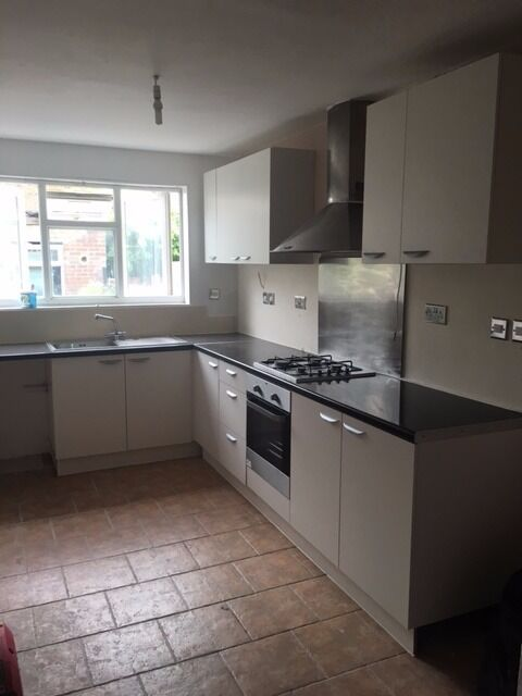 A lovely newly decration house for let in Southall, Avaiable now!