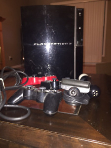 SONY PLAYSTATION 3 WITH 3 CONTROLLERS AND PLAY STATION MOVE