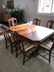 SOLID WALNUT ANTIQUE DINING SET