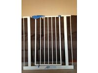 LINDAM extendable metal stair gate