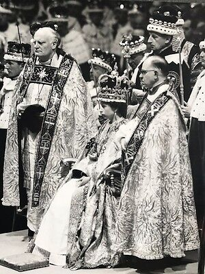 Her Majesty Queen Elizabeth II & Royal Family Photo Pictures - Series C Photos