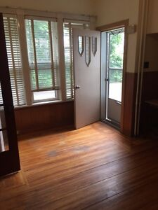 Charming studio apt Easy walk to Aberdeen Mall area