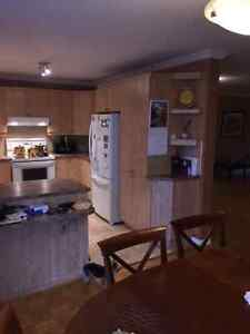 Excellent Condition Kitchen Cabinets &  Countertop West Island Greater Montréal image 4