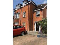 2 bedroom flat in High Street, Hartley Wintney, Hook, RG27 (2 bed) (#1136467)