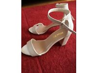 Kurt Geiger White/Cream Sandals size 39