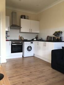 ONE BED SPLIT LEVEL FLAT IN POPULAR TREE LINED ROAD SOUTH CROYDON