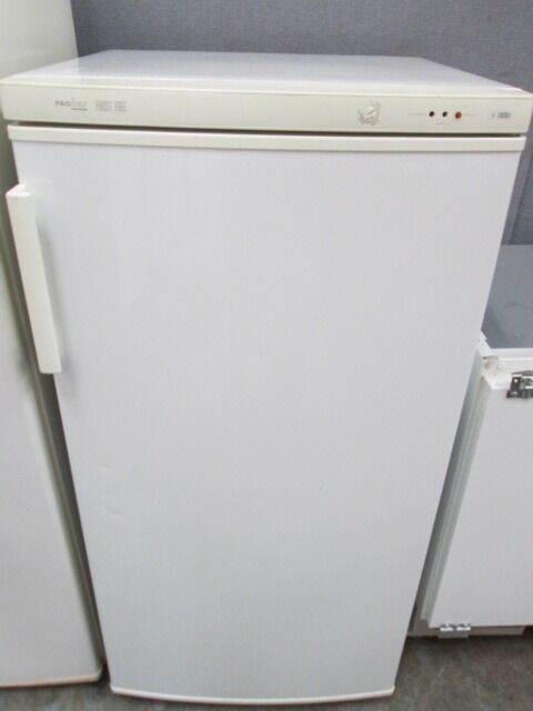*ThReE qUaRtEr size/LARDER FREEZER/FROST FREE/FREE LOCAL DELIVERY IN DUNDEE AREA ONLY/VERY CLE