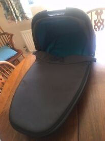 Quinny Dreami foldable Carrycot In Capri blue with adapters