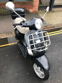 2005 Piaggio Vespa LX 125 lx125 in Black great condition + Few Extras