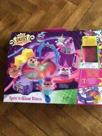 Dizzy Dancers Spin 'N Glow Disco playset
