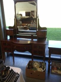 STUNNING & IMPRESSIVE VICTORIAN MAHOGANY INLAID DRESSING TABLE WITH MATCHING TALL MIRROR. DELIVERY