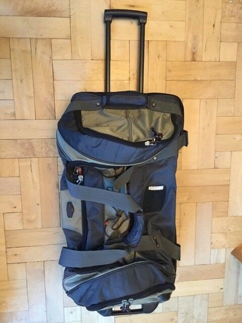 Rolling duffel bag - Ricardo Beverly Hills - large capacity, multiple compartments