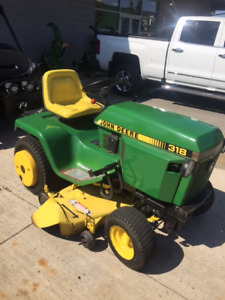 JOHN DEERE 318 GARDEN TRACTOR WITH SNOW THROWER